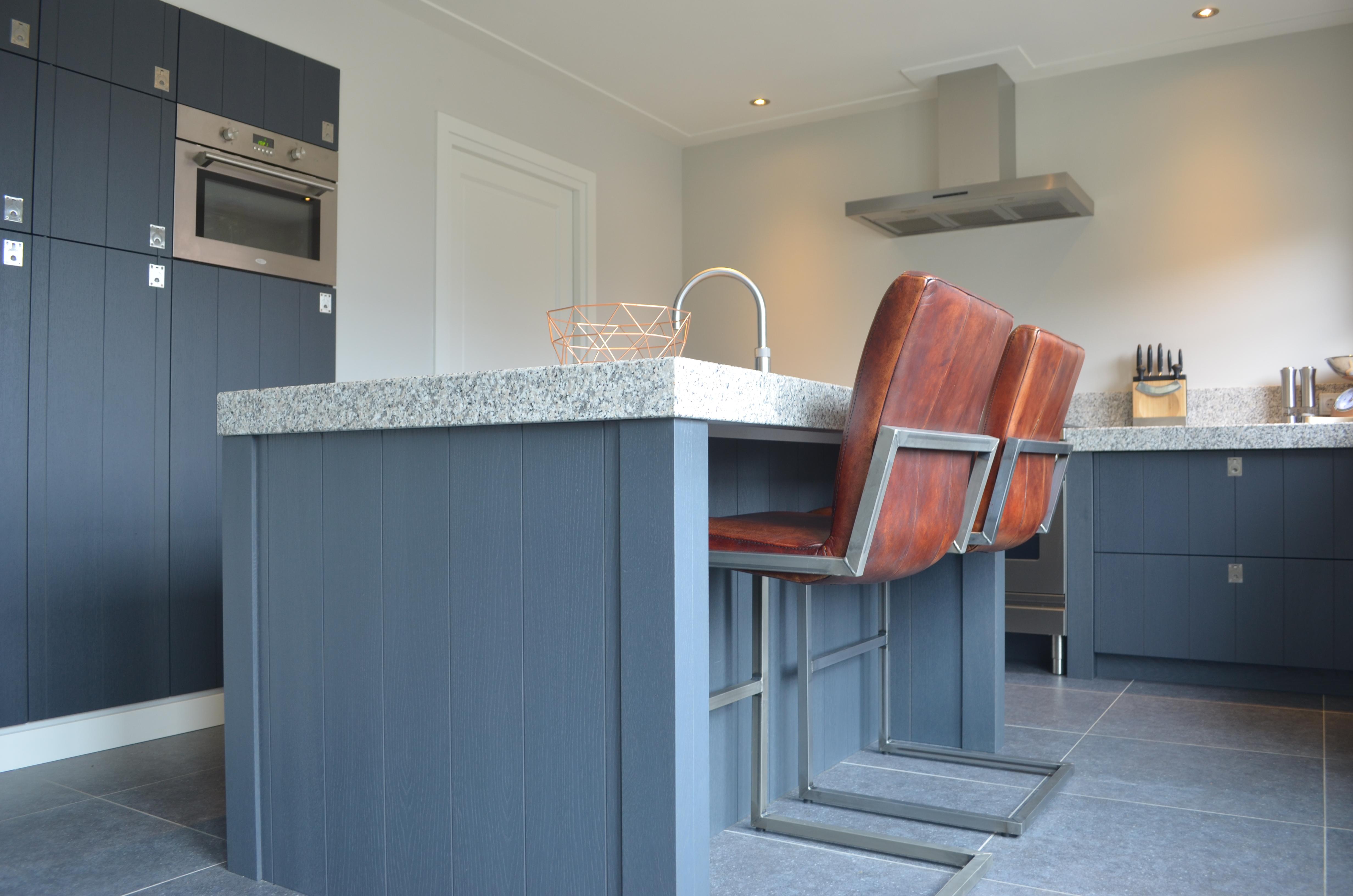 Keuken Lichtgrijs : Keuken landelijk grijs van Kaathoven Interieurbouw